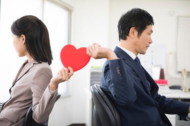 職場恋愛、6割強が経験!メリットとデメリット