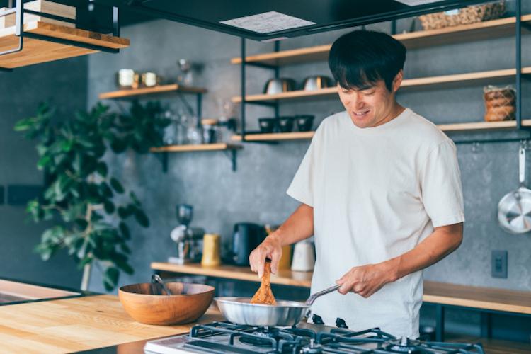 料理好きの男性の場合、自分の手料理を載せることで家庭的な印象に